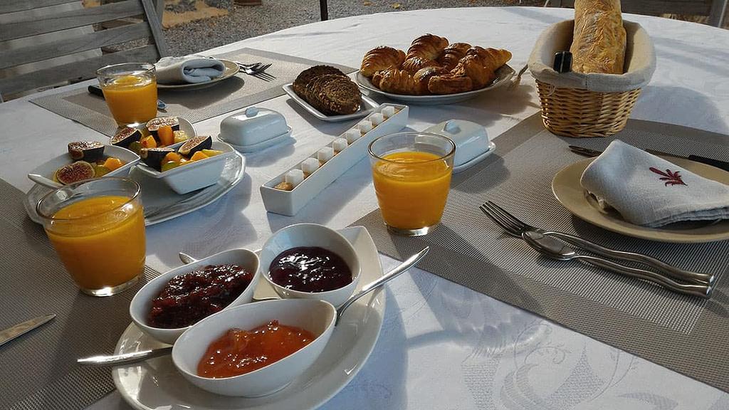Le petit déjeuner gourmand dans la bonne humeur.