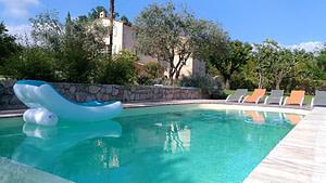 Relax dans la piscine
